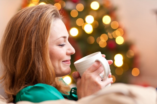 woman-drinking-hot-chocolate-christmas-tree